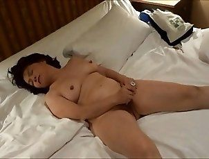 Amateur Japanese mature toys pussy