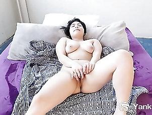 Yanks Asian Hope Gold Masturbates