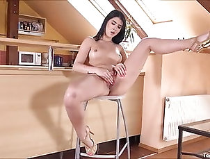 Sexy Lady Dee Loves To Show Off