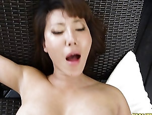 Asian MILF takes it up her pussy and drinks cum